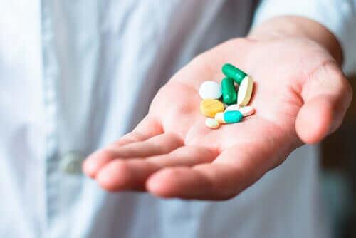 Les opioïdes dans une main