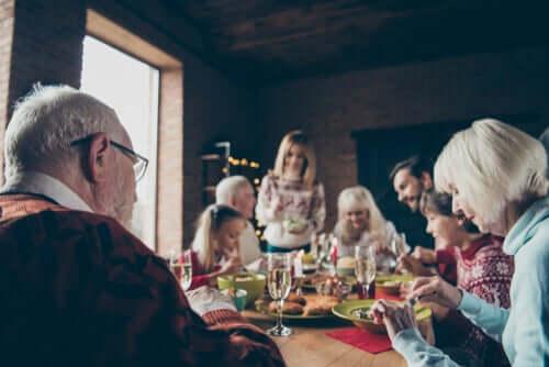 Un repas de famille en décembre