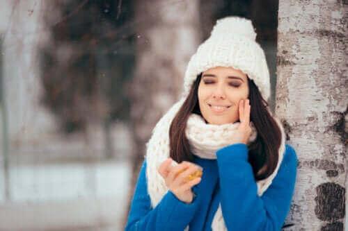 Routine hivernale pour les peaux grasses