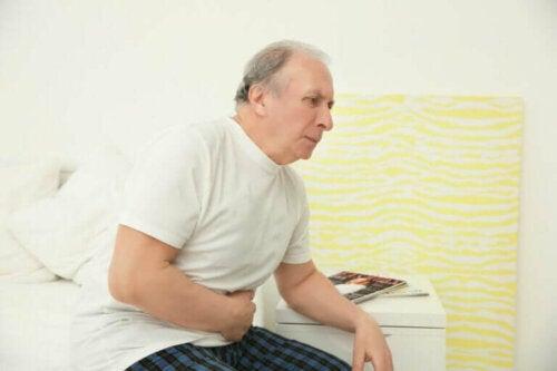 Un homme ayant besoin de faire un examen de la prostate et de Prostaphytol