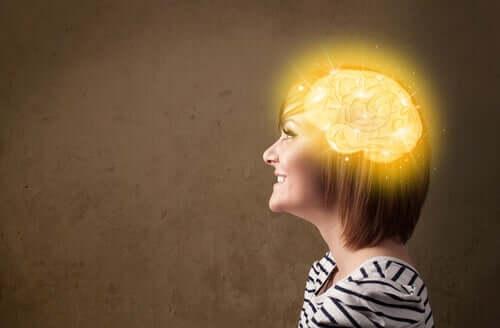 Une femme au cerveau illuminé