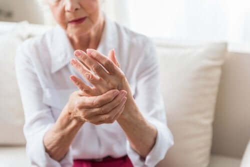 L'arthrite psoriasique chez une femme âgée