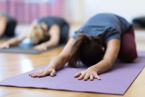 Eviter de souffrir de règles douloureuses en faisant du yoga