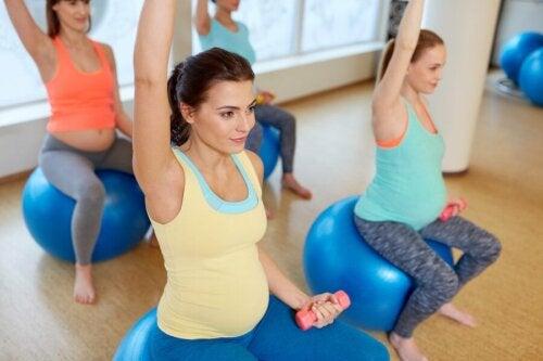 Des femmes qui font du sport pendant la grossesse