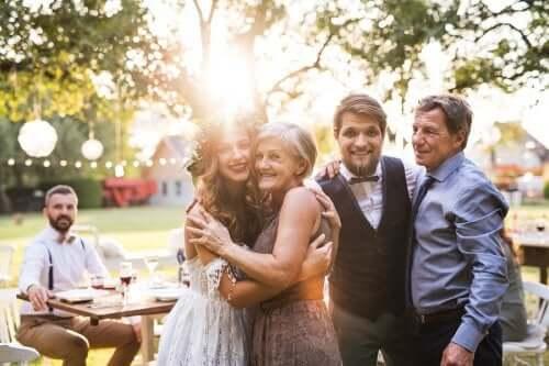 Une demoiselle d'honneur à une fête de mariage