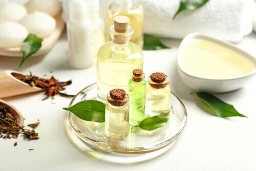 L'huile d'arbre à thé pour traiter les ongles jaunes
