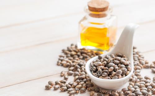 On peut éliminer les verrues avec de l'huile de ricin