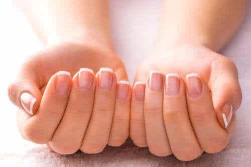 5 remèdes maison pour traiter les ongles jaunes