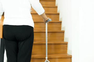 Les chaises élévatrices pour aider les personnes âgées à monter les escaliers