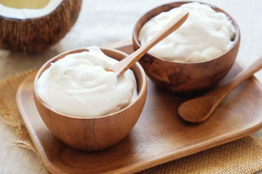 Des yaourts nature faits maison pour la période de quarantaine