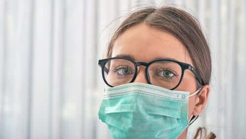 Il faut porter un masque mais aussi se protéger les yeux, car la conjonctivite serait un nouveau symptôme du coronavirus
