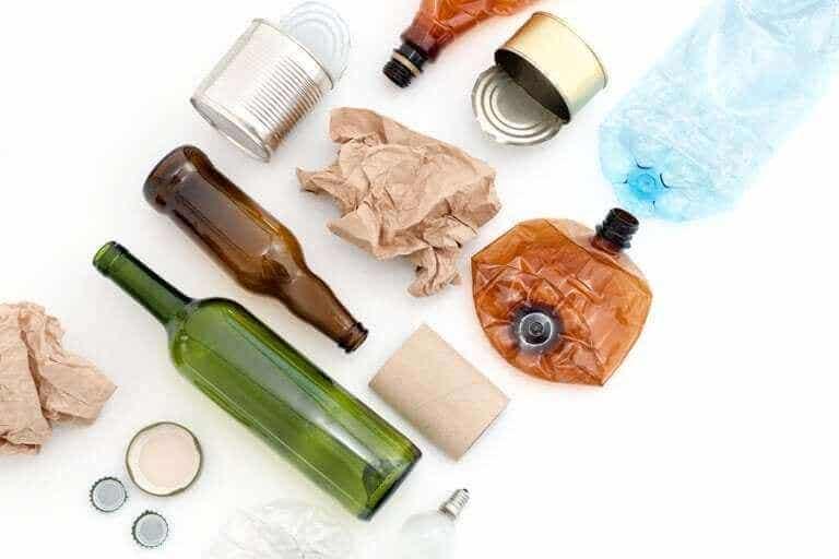 Des matériaux réutilisables qui s'accumulent souvent à la maison