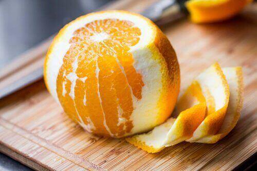 Préparez un thé froid à l'orange