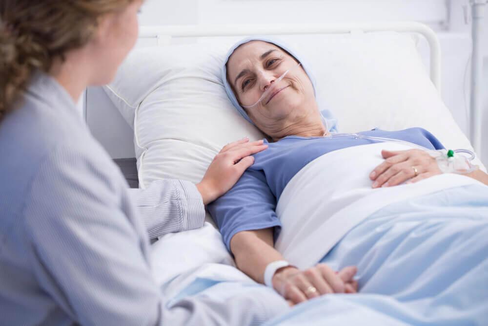 Une patiente en stade terminal en soins palliatifs