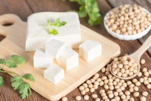 Le tofu contient de la protéine de soja