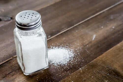 Du sel de table