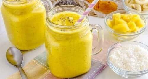 La recette du smoothie au chou-fleur et au curcuma