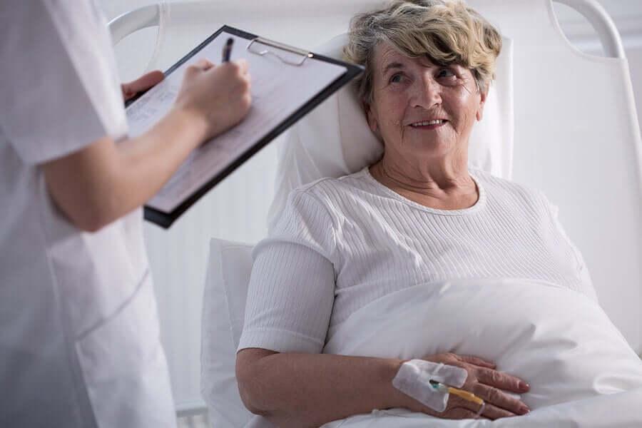 Les soins palliatifs chez une patiente souffrant