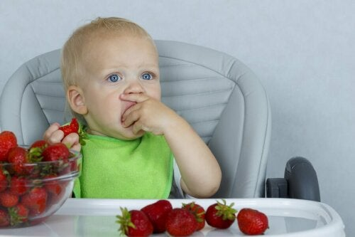 Donner des fruits aux enfants constipés