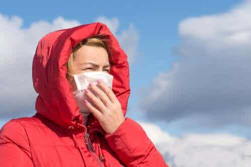 Le coronavirus ne se transmet pas dans l'air, selon l'OMS