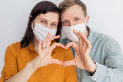 Le coronavirus est-il sexuellement transmissible ?