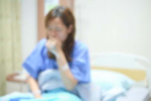 Une femme malade traitée par la chimiothérapie