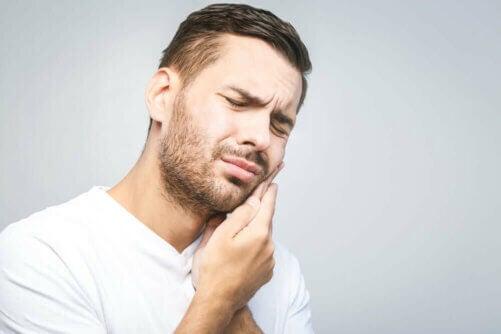 Les dents de sagesse peuvent provoquer des douleurs