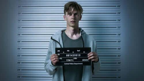 Un jeune en prison à cause de son comportement antisocial