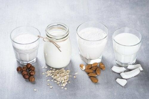 Dans certains cas, les laits végétaux font partie des erreurs alimentaires que nous commettons