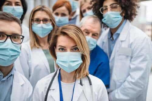 Pourquoi tant de professionnels de la santé sont-ils infectés par le coronavirus ?