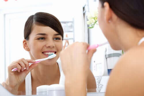 Avoir une bonne hygiène buccodentaire pour éliminer les bactéries de la bouche