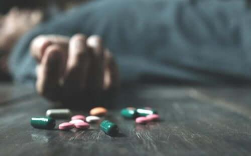 Une personne ayant abusé des médicaments sous ordonnance