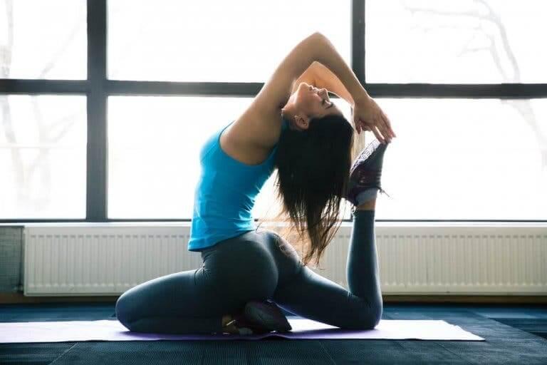 On peut lutter contre les douleurs naturopathiques en faisant du yoga