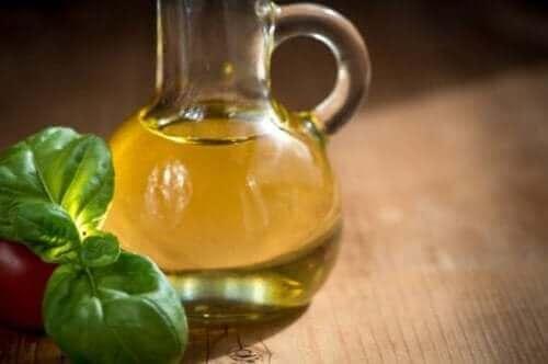 Une bouteille d'huile de canola