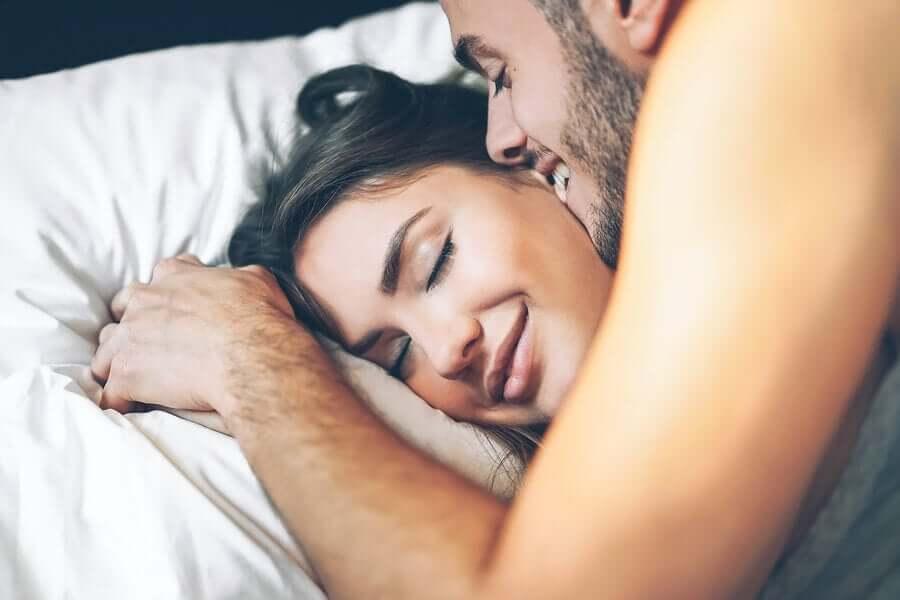 Le sexe matinal : bienfaits et conseils