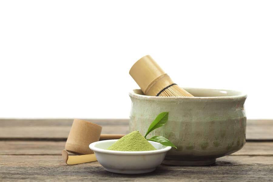 La préparation du thé matcha