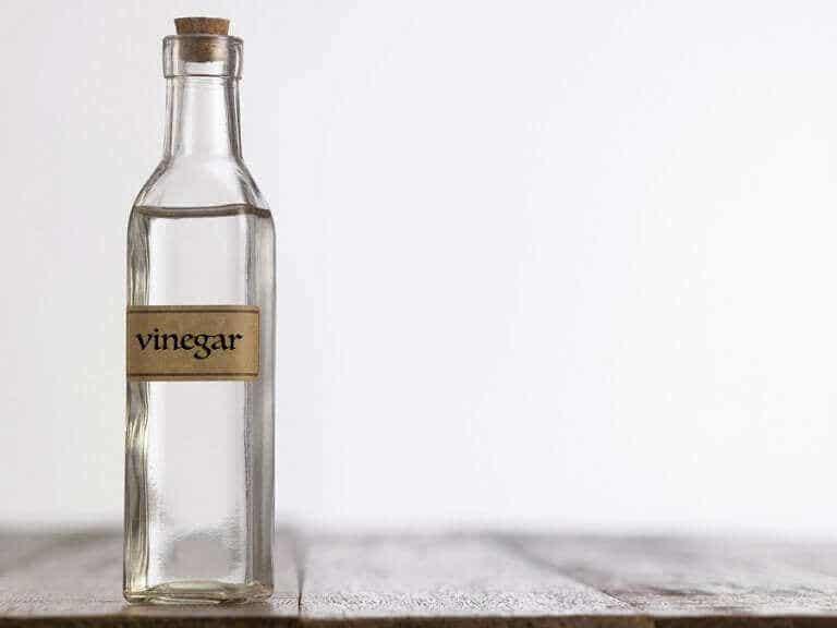 Comment utiliser le vinaigre blanc dans le nettoyage domestique