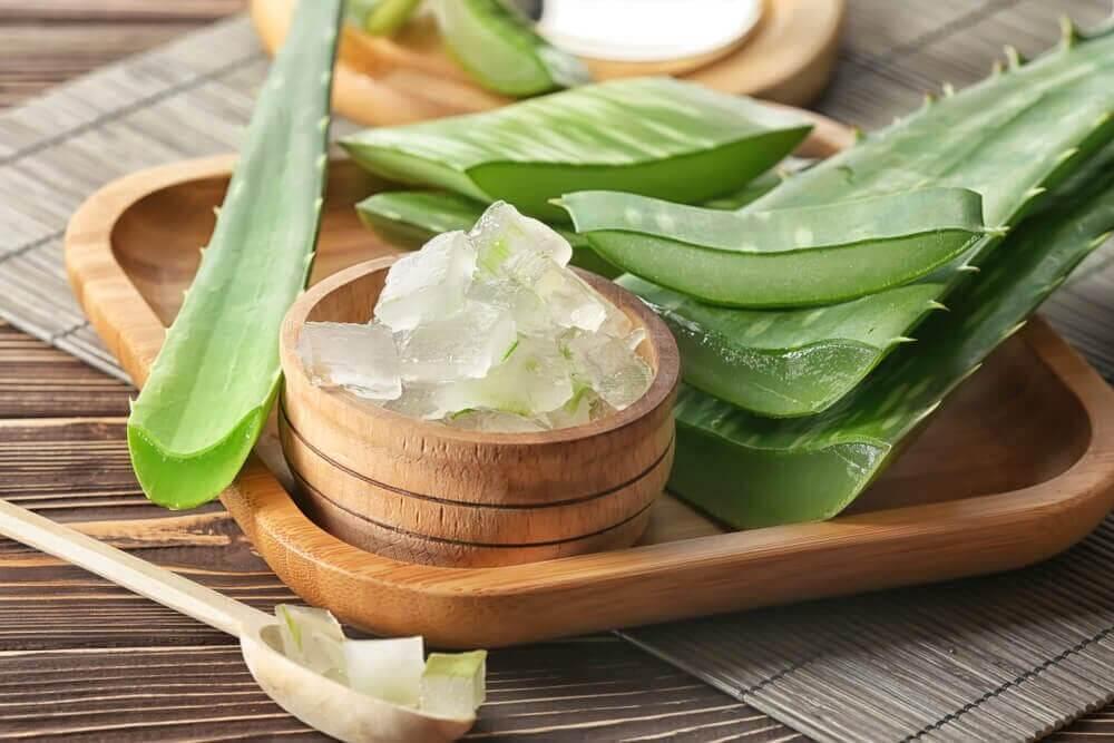 Le gel d'aloe vera pour atténuer les taches
