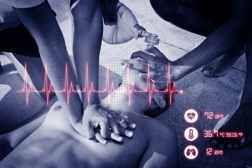 Une personne souffrant d'un arrêt cardiorespiratoire