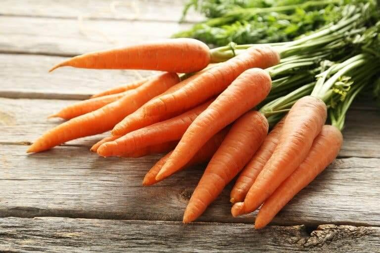 Une botte de carotte pour faire du sirop de carotte