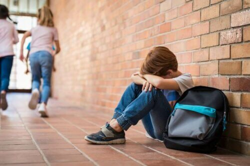 Votre enfant souffre d'anxiété sociale? 4 conseils pour l'aider