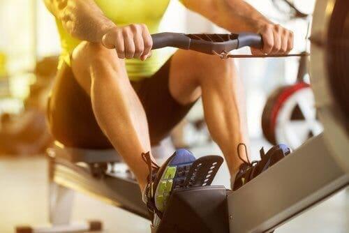 Un entraînement en salle de sport pour réduire les douleurs lombaires