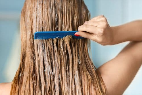 Utiliser les bons produits pour avoir des cheveux sains et soyeux