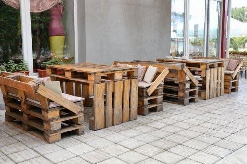 La décoration écologique et les meubles en palettes recyclées