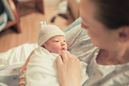 Une jeune mère ayant su préparer l'arrivée du bébé