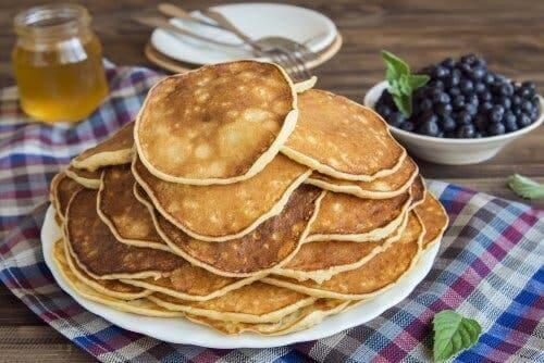 Des pancakes protéinés avec des œufs.