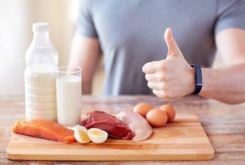 Un homme avec des protéines diverses.