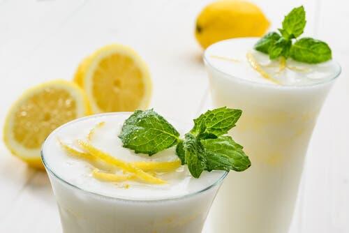 Préparer du punch maison à la crème et au citron