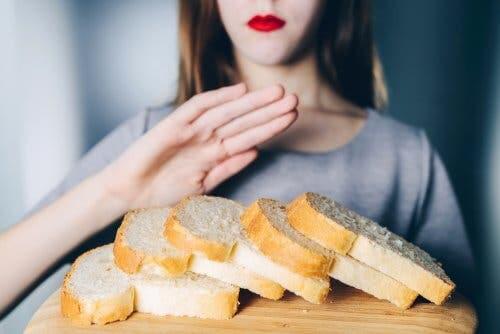 Une femme souffrant d'une intolérance au gluten