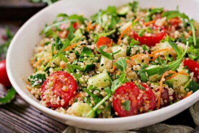 3 délicieuses salades saines au quinoa